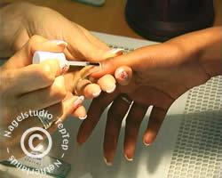 reparatie nagel hechtlaag